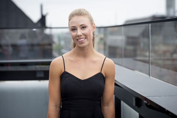 Miia Säilä kertoi elämästään jääkiekkoilijan puolisona TV5:n uutuussarjassa. Kesällä pariskunta päätyi eroon, ja Miia jäi rakentamaan uutta elämää Suomeen.