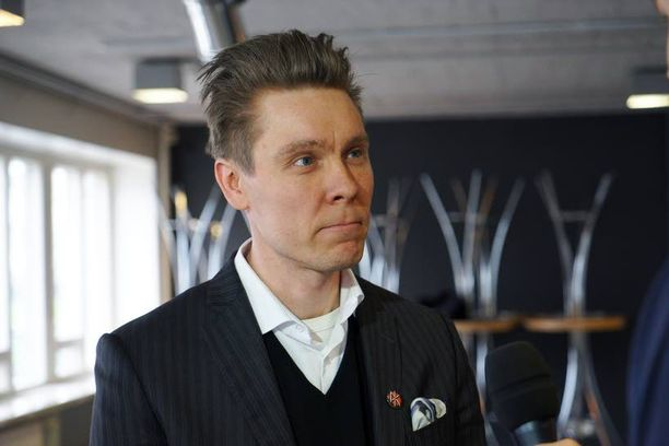 Ohjaaja Tuukka Temonen on valmis keskustelemaan siitä, missä dokumenttimateriaalia säilytetään.