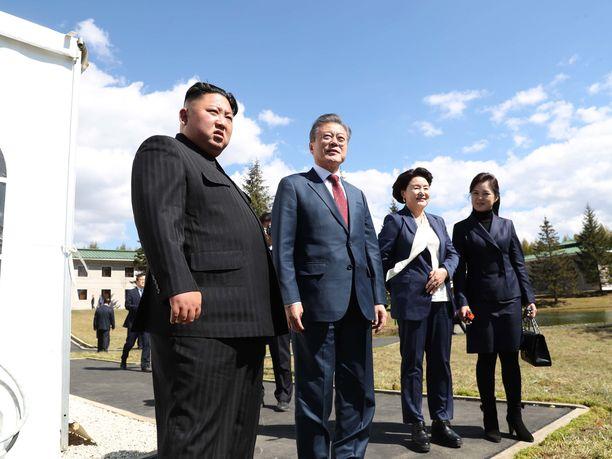 Kim Jong-un ja Moon Jae-in rouvineen Pohjois-Koreassa syyskuussa.