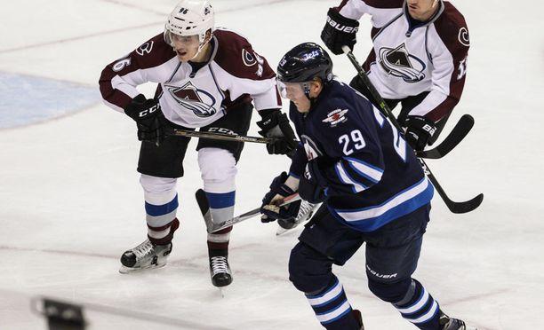 Mikko Rantanen keräsi tehot 1+2. Patrik Laine sai syöttöpisteen Winnipegin molempiin maaleihin.