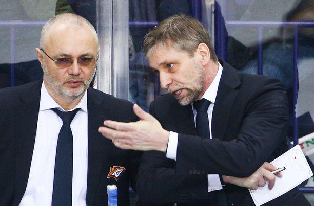Josef Jandac (oikealla) sai potkut Magnitogorskin peräsimestä.