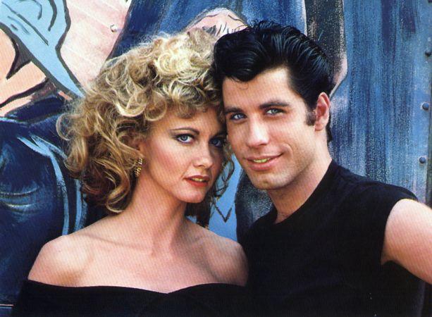 Olivia Newton-Johnin Grease-elokuvan huutokaupassa myyty rooliasu on yli 40 vuotta vanha. Kuvassa musikaalin pääroolin esittäjät Olivia Newton-John ja John Travolta vuonna 1978.
