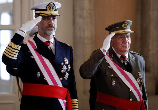 Poika Felipe määräsi isänsä Juan Carlosin maanpakoon, koska isän toilailut olivat lokaamassa kuningashuoneen maineen lopullisesti.