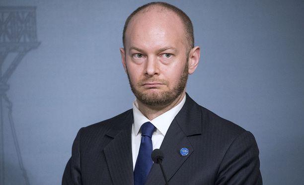 Eurooppa-, kulttuuri ja urheiluministeri Sampo Terho (sin) erosi kesäkuussa perussuomalaisten eduskuntaryhmästä 20 muun kansanedustajan kanssa.