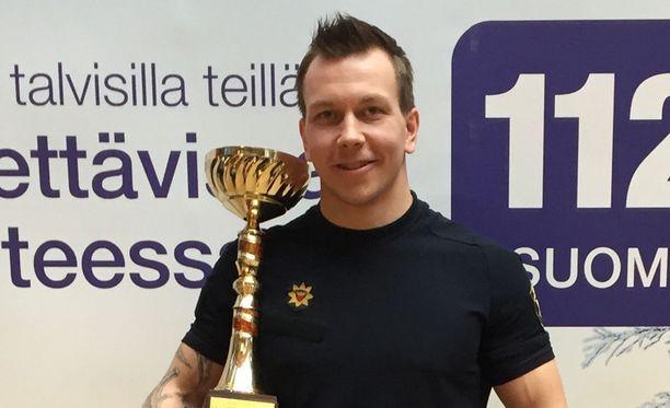 Joonas Mäkipelto valittiin vuoden palomiesurheilijaksi.