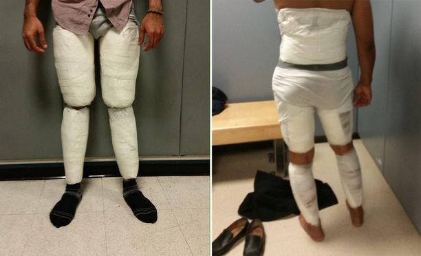 Kokaiini-alushousuihin oli kätketty useita kiloja huumeita. Toisella miehellä oli lisäksi kokaiinia teipattuna selkäänsä.