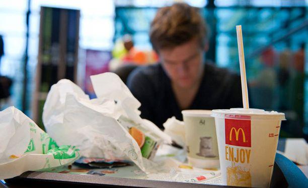 Pikaruokaravintolat ovat suosittuja ajanviettopaikkoja Suomessakin. Arkistokuvaa.