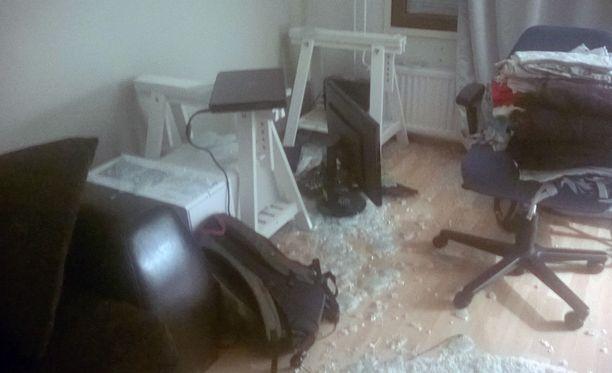 Lempääläisperhe säikähti pahanpäiväisesti rikki paukahtanutta lasitasoa.