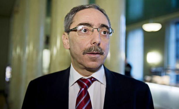 Zyskowicz katsoo, että Yle suojelee verorikollisia, ellei se luovuta aineistoa.