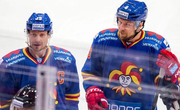Niko Kapanen (vas.) ja Niklas Hagman eivät ole saaneet Jokereilta jatkosopimustarjousta.