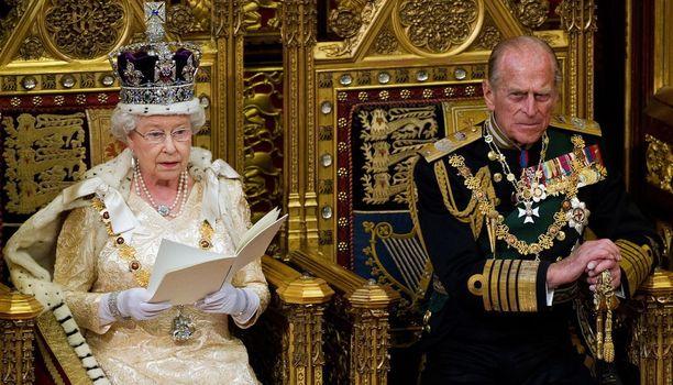 Prinssi Philip kieltäytyi topakasti välittämään valokuvaajan lahjaa vaimolleen.