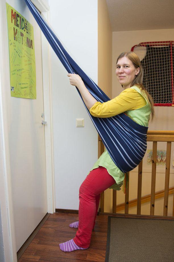 Vauvan kantoliinaa voidaan käyttää synnytyksen alkuvaiheessa näin.