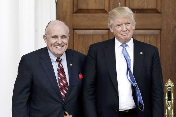 Asianajaja Rudy Giuliani on presidentti Donald Trumpin henkilökohtainen neuvonantaja. Arkistokuva vuodelta 2016.