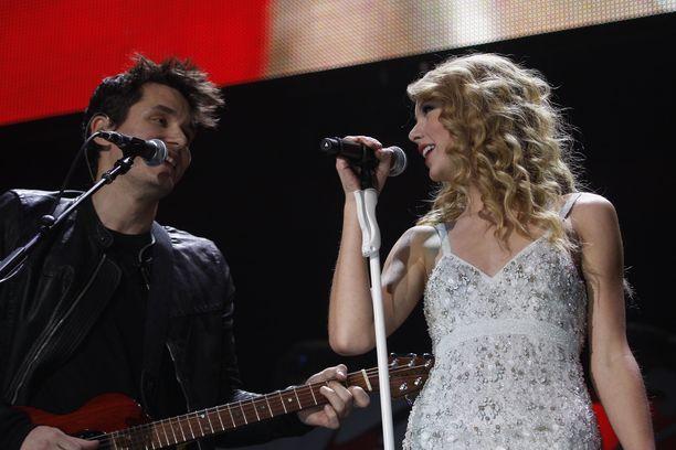 Taylor Swift ja John Mayer myös esiintyivät yhdessä.