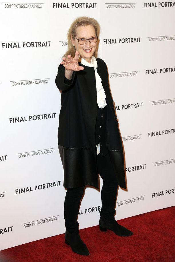 Meryl Streep ojensi auttavan kätensä hyökkäyksen kohteeksi joutuneelle naiselle.