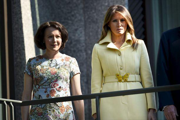 Sekä Jenni Haukio että Melania Trump olivat huomioineet perhosteeman edustusasuissaan.