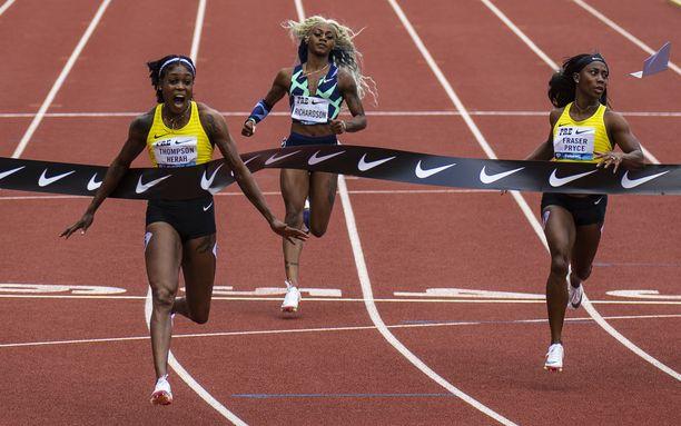 Olympiavoittaja Elaine Thompson-Herah jätti Sha'Carri Richardsonin yli puolen sekunnin päähän.