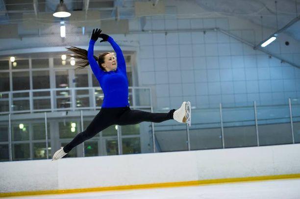 Liina Koponen luisteli Savosta Disney on Ice -tähdeksi Aasiaan.