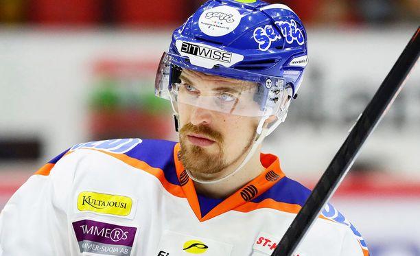 Pekka Saravon komea ura päättyi mestaruusjuhliin.