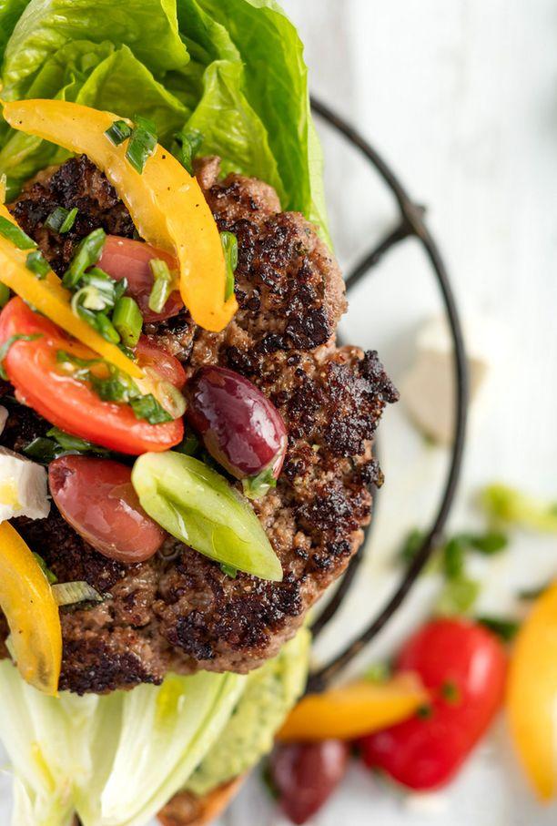 Burgeri kuin kreikkalainen salaatti. Kaikki samat raaka-aineet löytyvät.