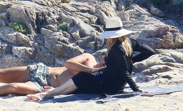 Madonna on rantaseuralaisensa kanssa läheisissä väleissä.