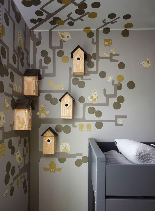 KOHDE 39. Viherperheen unelma-asunnossa lastenhuoneeseen on ripustettu linnunpönttöjä.
