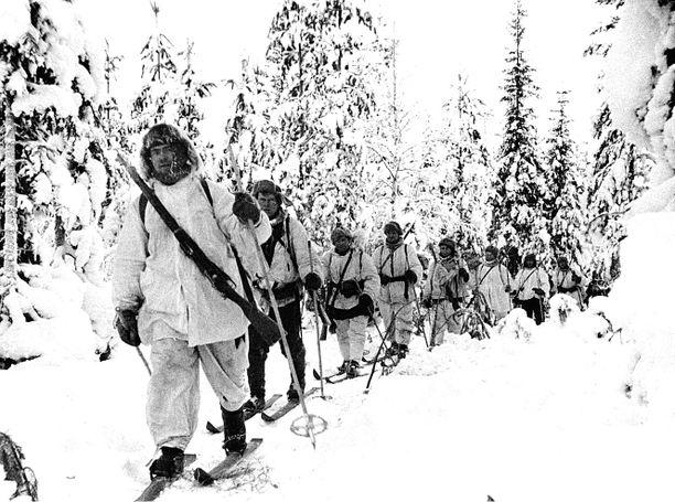 Talvisota päättyi tasan 79-vuotta sitten. Kuvassa suomalaisia tiedustelupartiossa talvisodan aikana.