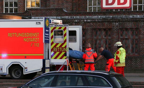 Rikospaikalla Flensburgin asemalla haavoittui kaksi ihmistä. Tekijä kuoli.