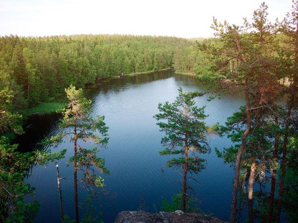 Nuuksio on pääkaupunkiseutulaisten suosima retkikohde. Retkipaikan Antti Huttunen vinkkaa, että sinne kannattaa tulla pohjoispuolelta.