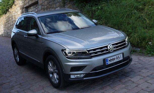 Dieselmoottorit pitävät pintansa enää raskaammissa ja arvokkaammissa autoissa. Kuvassa Iltalehden koeajossa käynyt Volkswagen Tiguan 2.0 TDi.