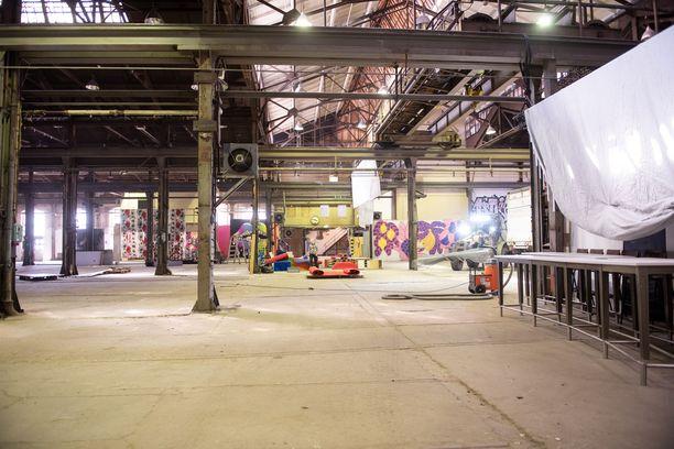 Iltalehti pääsi kurkistamaan Querellen valmisteluihin The Train Factoryn halliin.
