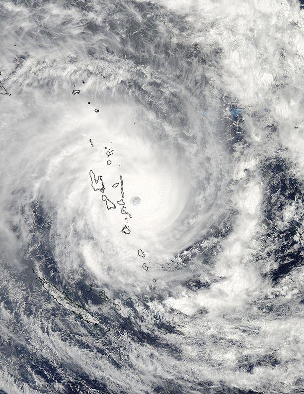 Valtava myrsky peitti saariryhmän täydellisesti alleen.