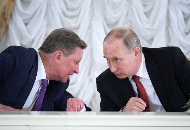Venäjän presidentti Vladimir Putin luottaa edelleen reilu vuosi sitten presidentin hallinnon johdosta syrjään siirrettyyn Sergei Ivanoviin.