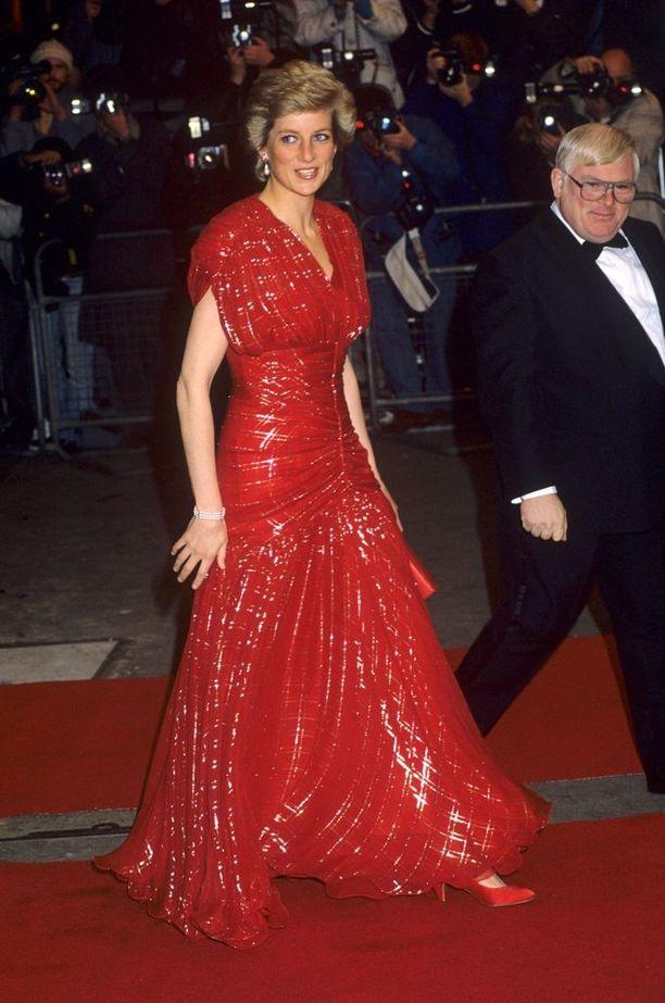 Walesin prinsessa Diana kuului aikansa tyyli-ikoneihin. Prinsessa menehtyi auto-onnettomuudessa 31.8.1997.