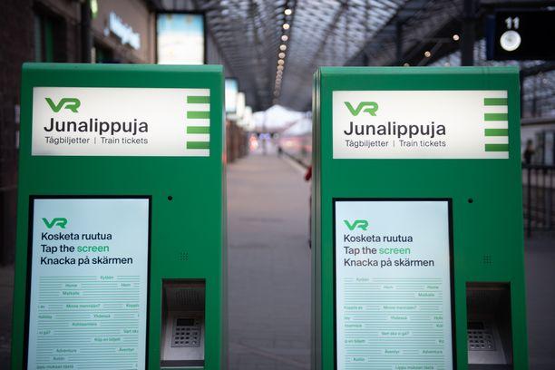 VR:n viestintäpäällikkö Mira Linnamaa kertoo, että pääsiäisen kaikkein täysimpien päiväjunien paikoista on myyty tällä hetkellä vain neljännes.