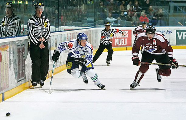 DUUNARI HPK:n Antti Pihlström väänsi vahvasti Latviaa vastaan.