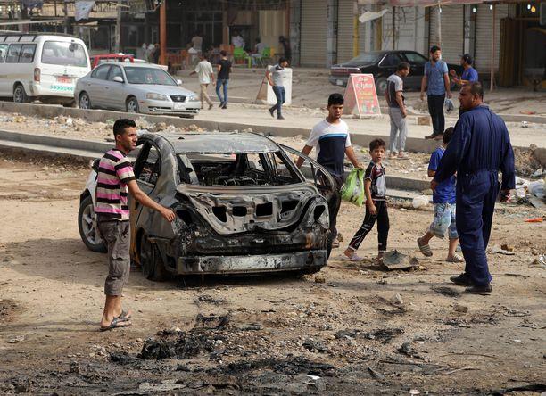 Hussainiyassa, 20 kilometrin päässä Bagdadista, tehtiin tiistaina autopommi-isku, jossa kuoli ainakin 12 ihmistä.
