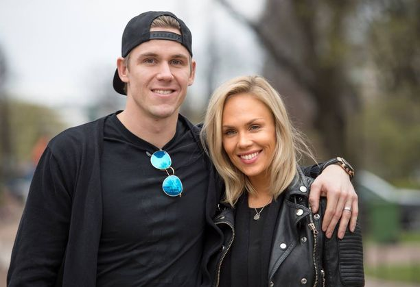 Jääkiekkoilija Jori Lehterä ja fitness-kilpailija Lotta Jänne viettivät häitään keskikesällä. Ruisrockissa Lehterä kertoi Iltalehdelle, että häät olivat hyvät.