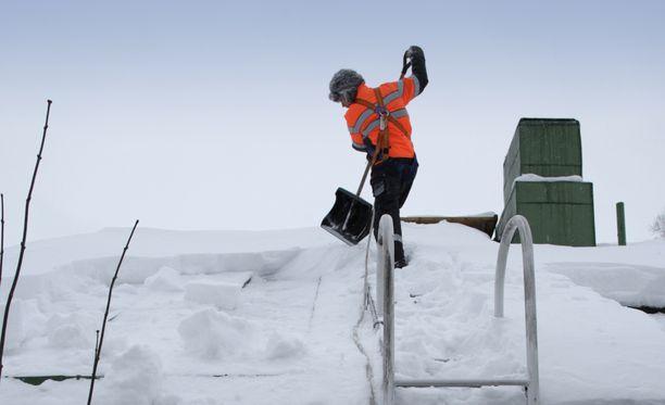 Turvallinen lumenpudottaminen vaatii oikeanlaiset turvavarusteet.