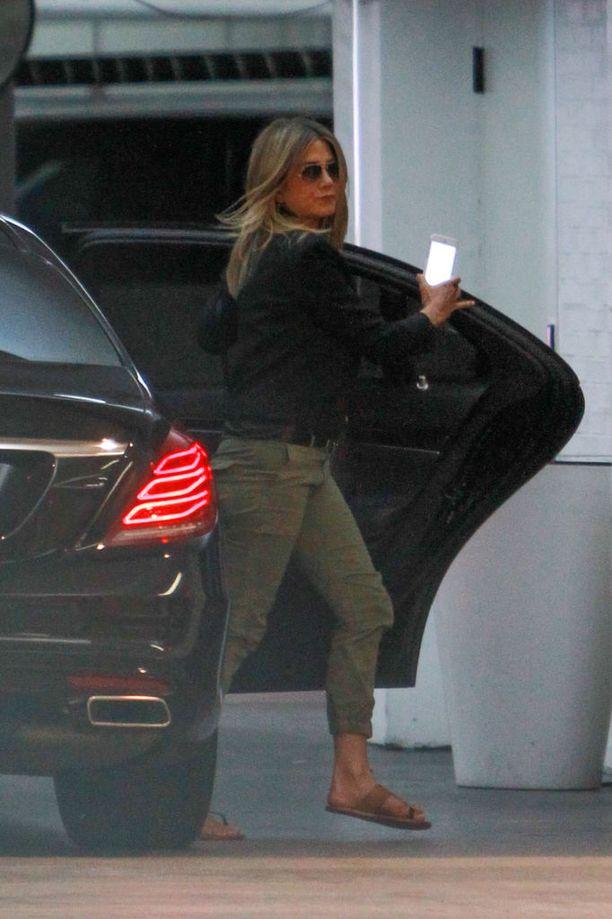 Jennifer vihreissä cargo-housuissa vuonna 2013.