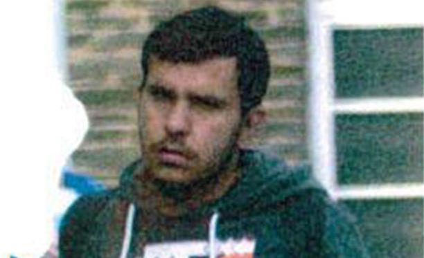 Poliisi etsii 22-vuotiasta miestä.