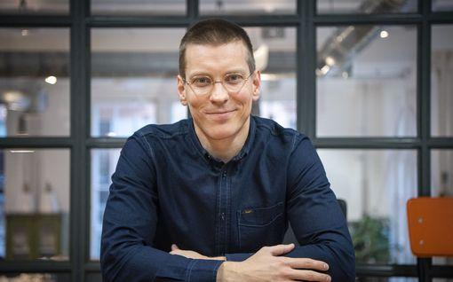 """HS: Antti Holman puoliso Emmanuel Ceysson iloitsee haastattelussa pariskunnan erikoisesta elämänrytmistä: """"Kun minä harjoittelen, Antti kirjoittaa"""""""