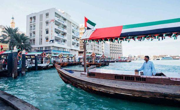 Bur Dubain ja Deiran kaupunginosien välissä virtaava joki rantoineen tarjoaa nimittäin paljon näkemistä, mutta myös mainion lepotuokion.
