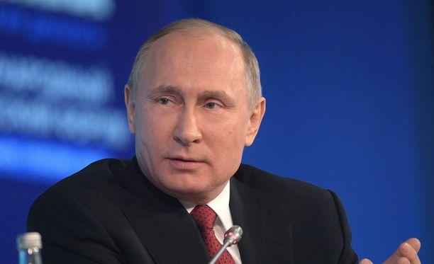 Venäjän presidentti Vladimir Putin tapaa kollegansa Donald Trumpin. Muu maailma odottaa mitä tapahtuu.