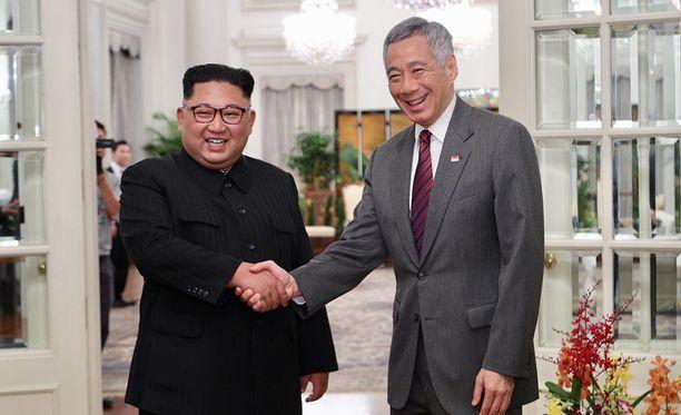 Kimg Jong-un kerkisi sunnuntaina jo tavata Singaporen pääministerin Lee Hsien Loongin.