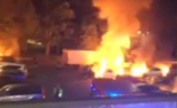Parkkipaikalla Uppsalan keskustassa paloi keskiviikkoaamuna seitsemän autoa. Autoja sytytettiin myös muualla kaupungissa.