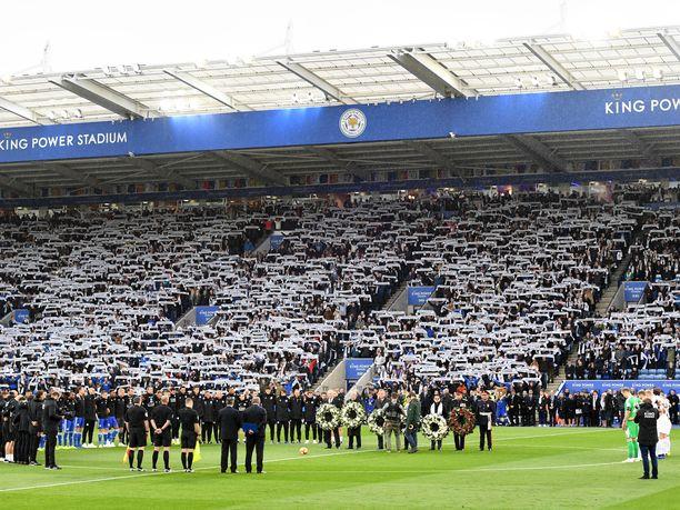 Leicesterin ja Burnleyn välinen ottelu alkoi kahden minuutin hiljaisella hetkellä.