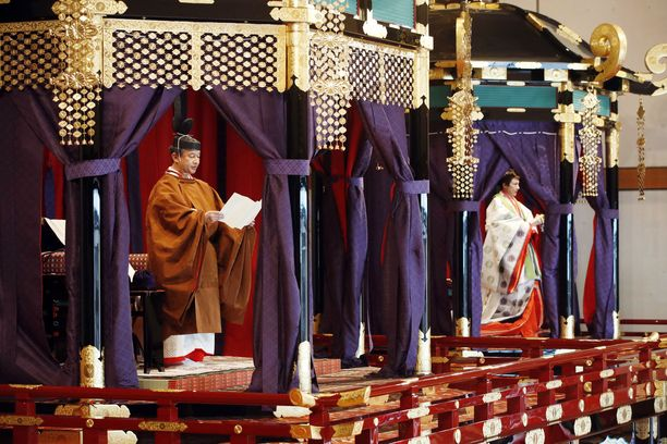 Uusi keisari Naruhito kruunausjuhlallisuuksissa.