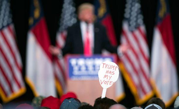Trumpin uskollisia kannattajia oli paikalla.