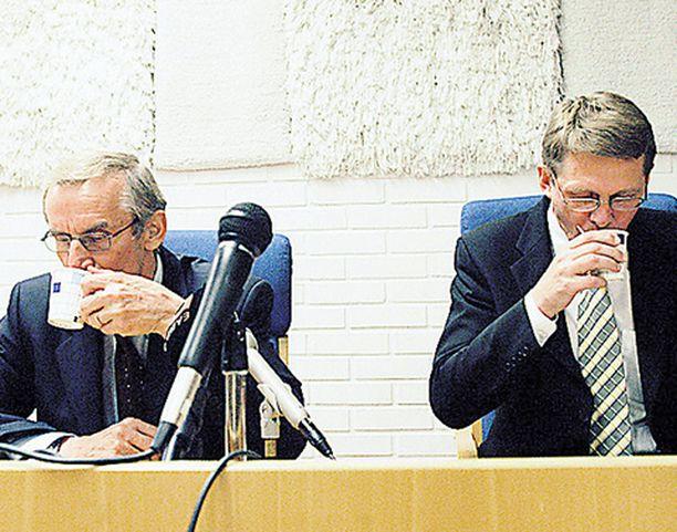 Demareiden mukaan Matti Vanhanen on syytä ottaa enemmän puoluejohtajana kuin pääministerinä.